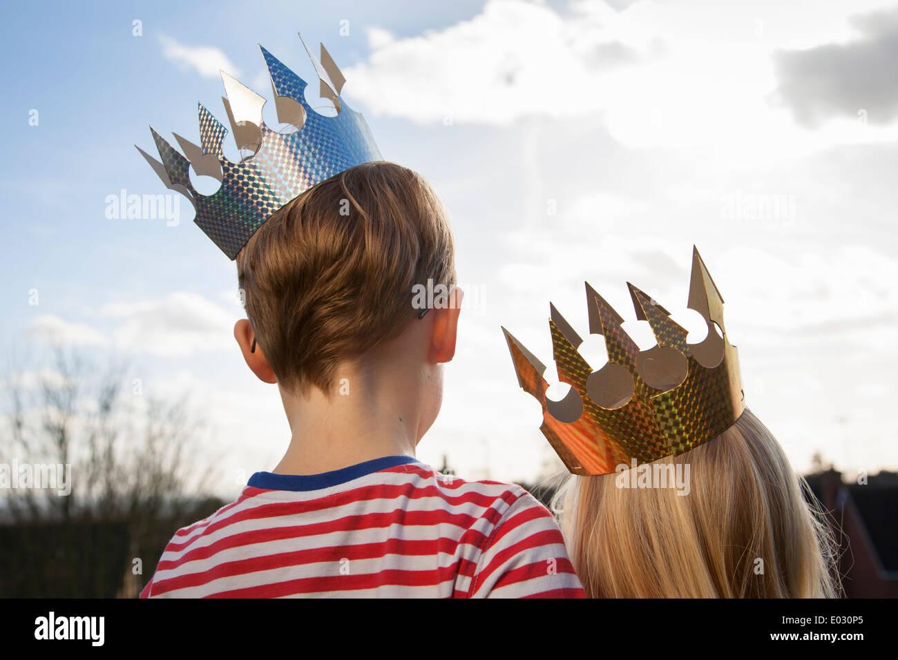 Two children in fancy dress wearing crowns. - Stock Image