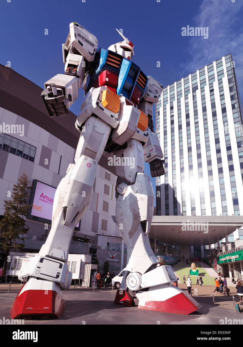 Gundam RX-78-2 lifesize statue in front of Diver City, Odaiba, Tokyo, Japan - Stock Image