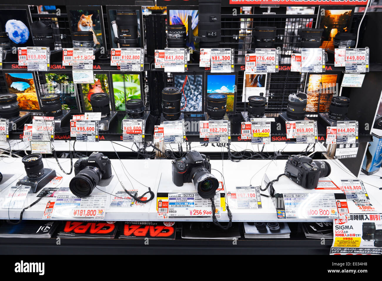 Cameras and lenses on display in electronics store Yodobashi Camera, Yodobashi-Akiba in Akihabara, Tokyo, Japan. - Stock Image