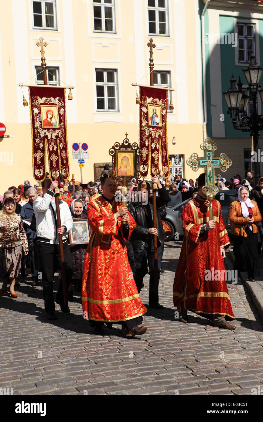 An Orthodox procession outside of the Alexander Nevsky Cathedral in Tallinn, Estonia. - Stock Image