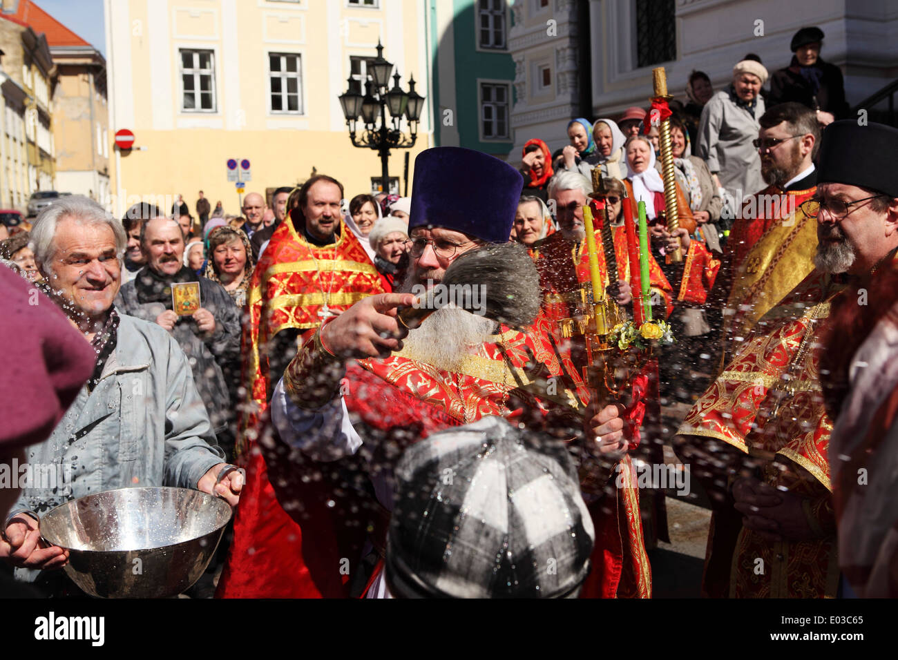 An Orthodox ceremony outside of the Alexander Nevsky Cathedral in Tallinn, Estonia. - Stock Image