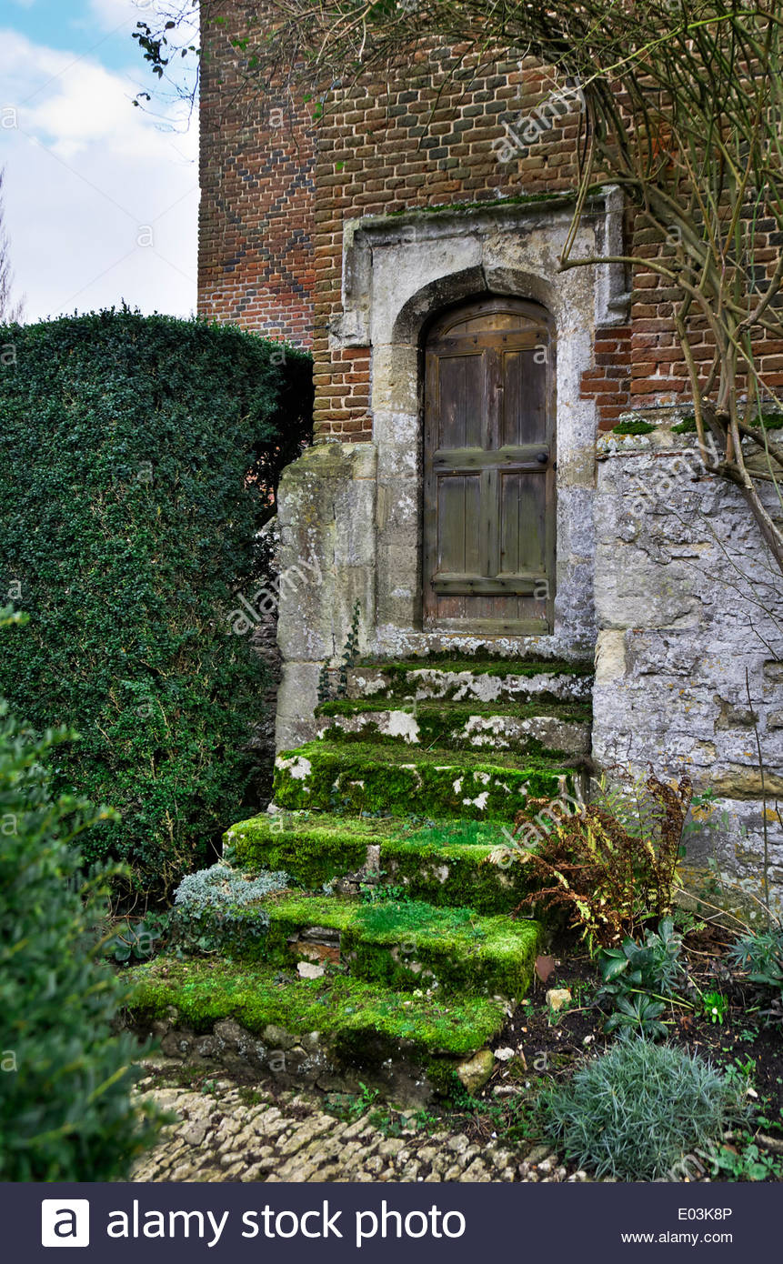 Door used as entrance to the Riddle House in Harry Potter and the Goblet of Fire & Door used as entrance to the Riddle House in Harry Potter and the ...
