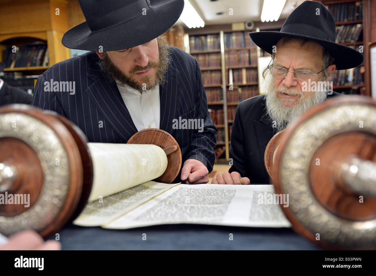 Torah reading during Passover morning prayers at a synagogue in Brooklyn, New York - Stock Image