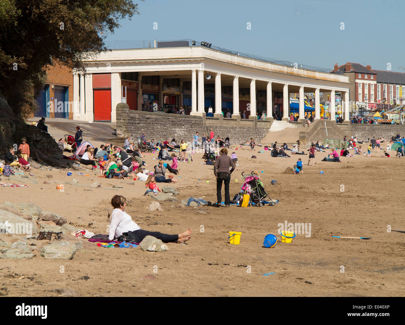 Whitmore Bay beach and pavilion, Barry Island, on a warm sunny day in early spring Stock Photo