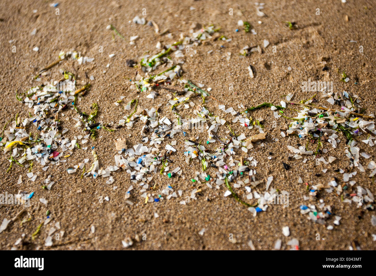 Broken plastic litters Saltburn beach at low tide. - Stock Image