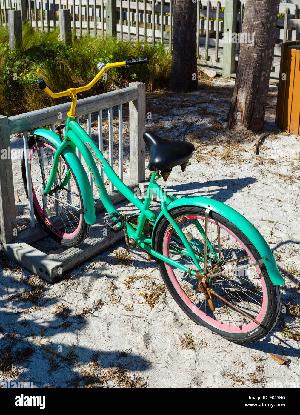 Bicycle parked by the beach at Longboat Key, Gulf Coast, Florida, USA - Stock Image