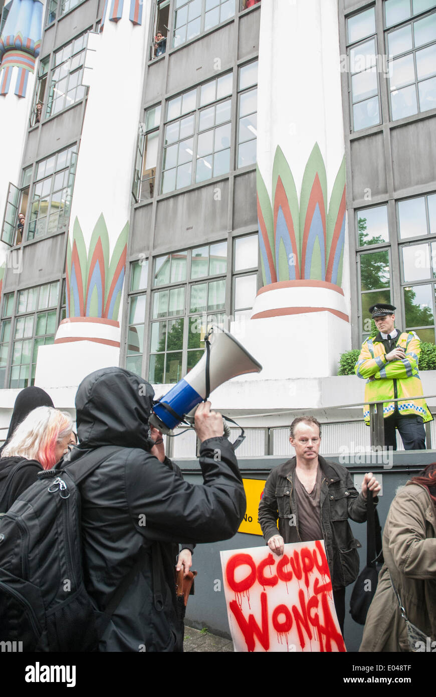 London, UK. 01st May, 2014. As the Occupy Wonga group protests outside the offices of WDFC UK Limited a man uses a loud hailer to address staff inside the building, the group is protesting against pay day loans that the company provides under the trading name wonga.com Credit:  Peter Manning/Alamy Live News - Stock Image