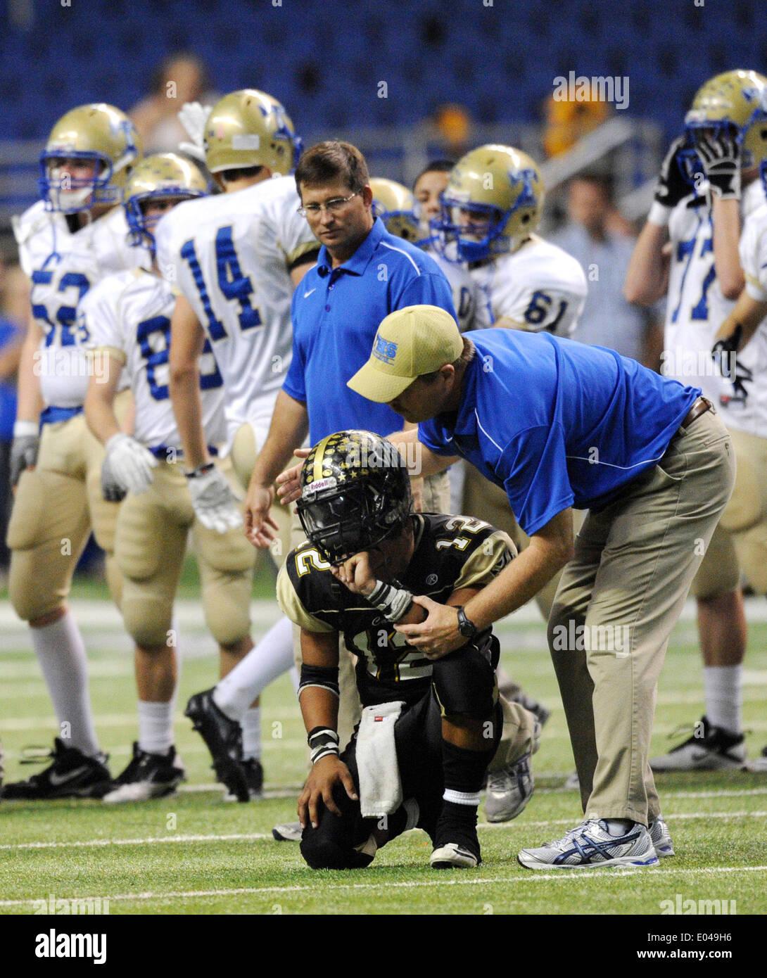 San Antonio, Texas, USA. 25th Nov, 2011. Kerrville Tivy athletic director MARK SMITH comforts Port Lavaca Calhoun Stock Photo