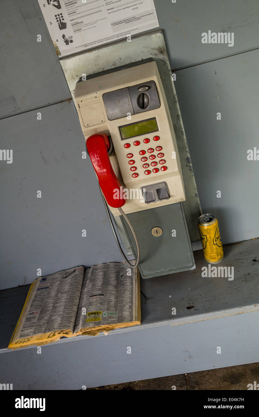 A pay phone box in a telephones. Phoning ace earlier with money and coins, Ein Muenzfernsprecher in einer Telefonzelle. Telefoni - Stock Image