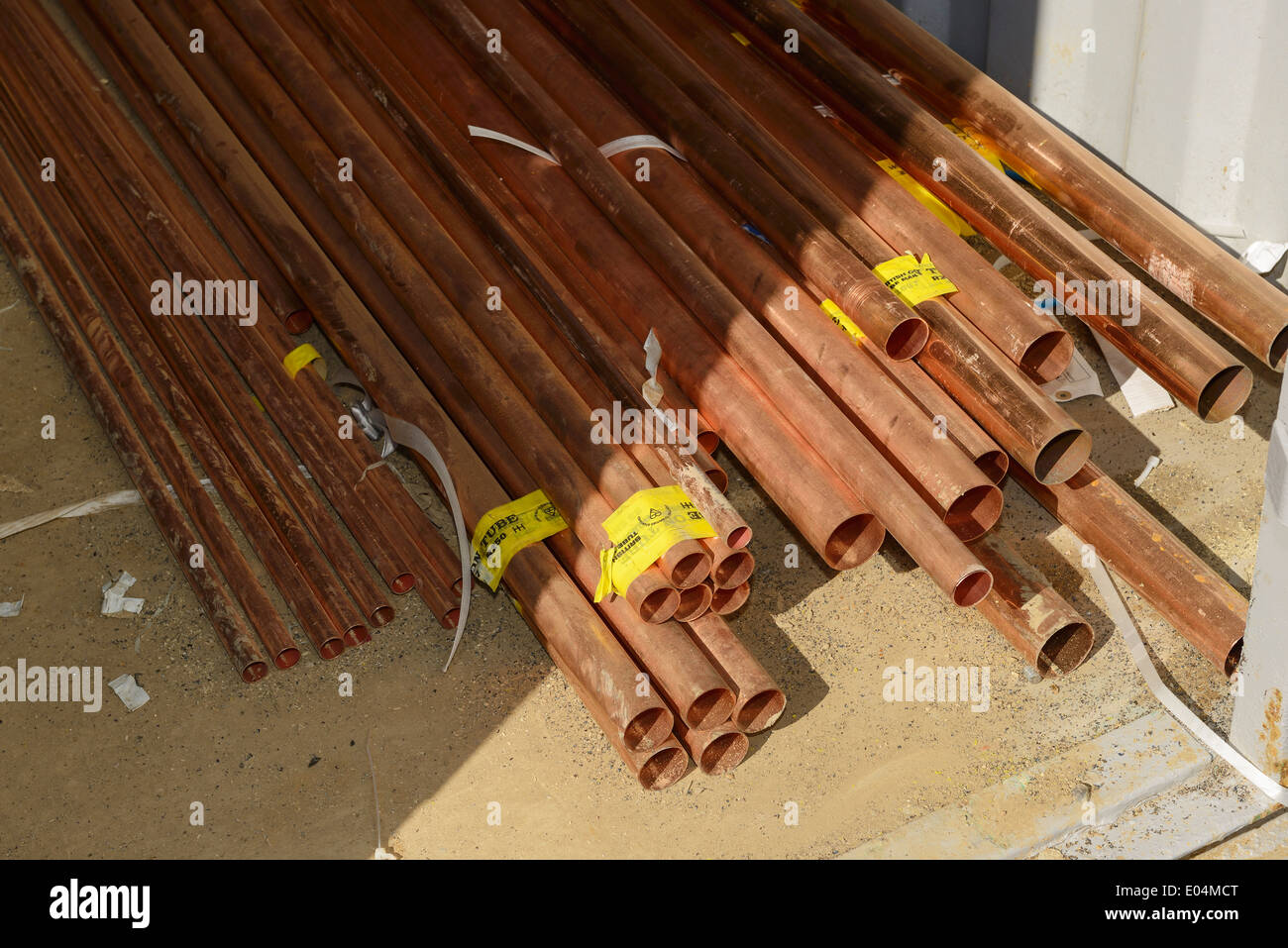 Lengths of copper pipe - Stock Image