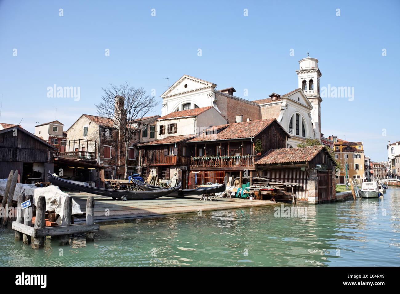 Shipyard in Venice Venetian gondolas ares overtaken, Werft in Venedig venezianische Gondeln werden ueberholt - Stock Image
