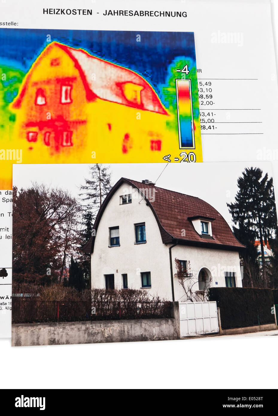 Energy Save By Heat Insulation. House With Warm Picture Of Camera Takes A  Photo., Energie Sparen Durch Waermedaemmung. Haus Mit