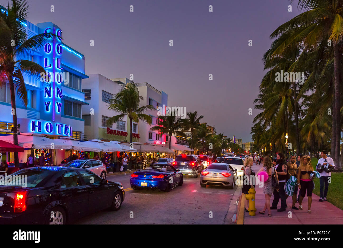Ocean Drive at night with Colony Hotel to the left, South Beach, Miami Beach, Florida, USA - Stock Image