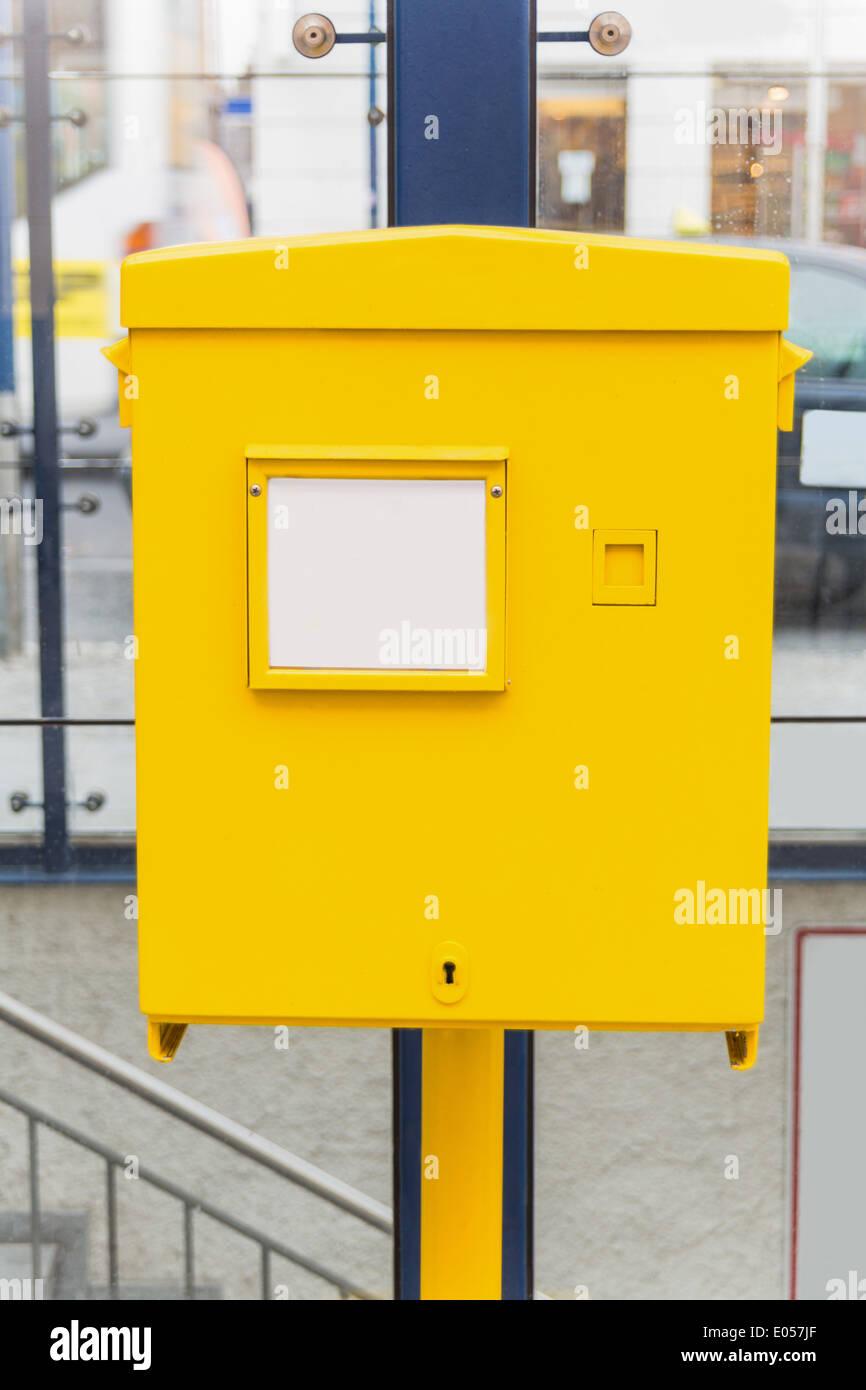 The yellow letter-box of the Austrian post waits for letters, Der gelbe Postkasten der oesterreichischen Post wartet Stock Photo
