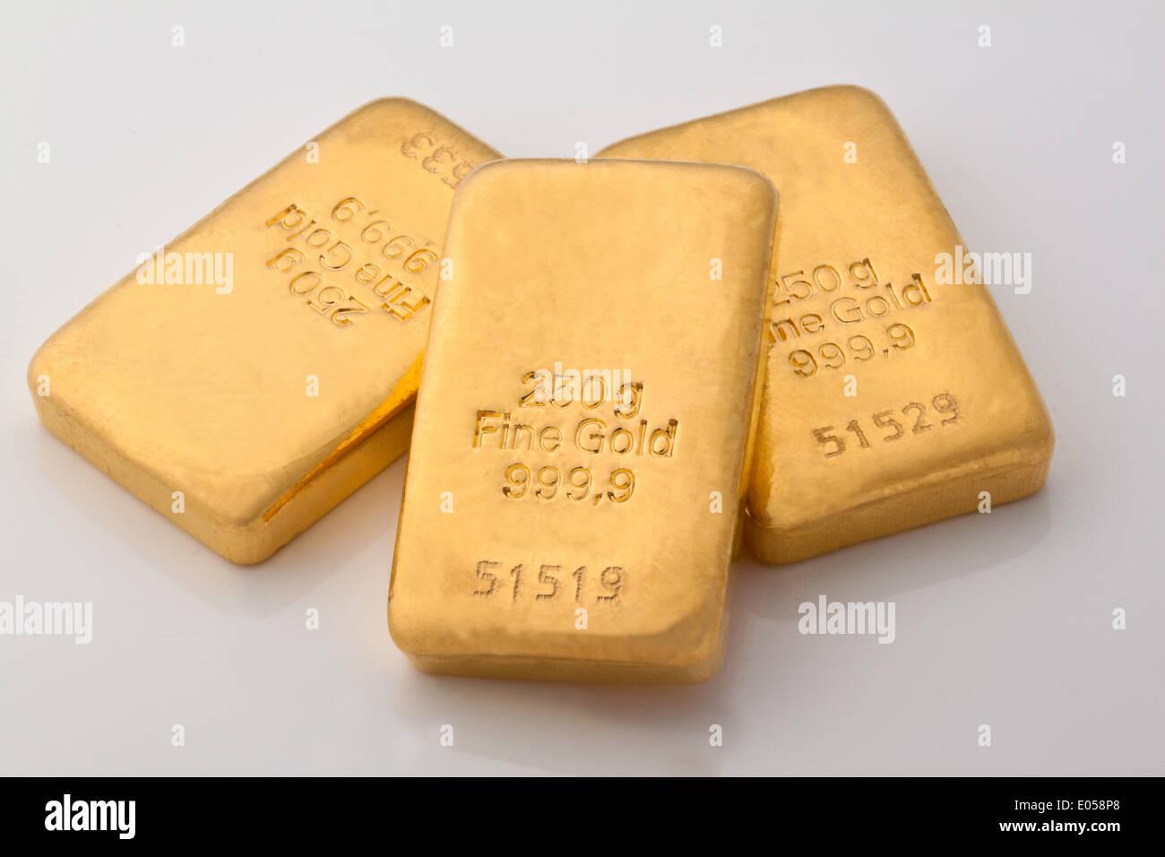 Investment In Real Gold As A Bar And Golden Coins Geldanlage Echtem Als Goldbarren Und Goldmuenzen