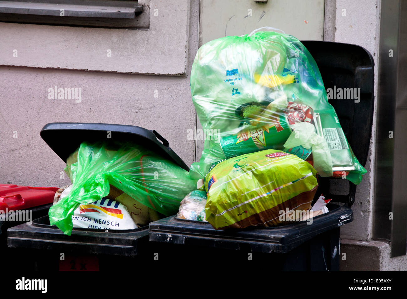 A garbage separation collective place for plastic garbage, Eine Muell Trennung Sammelstelle fuer Plastikmuell Stock Photo