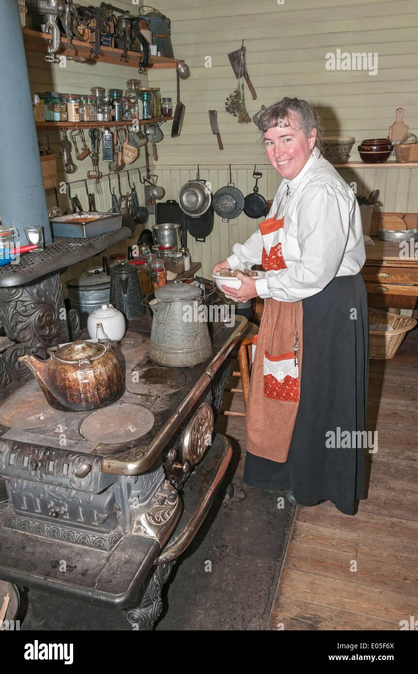 Montana, Bozeman, Museum of the Rockies, Living History Farm, original 1890s homestead house, kitchen, costumed interpreter - Stock Image