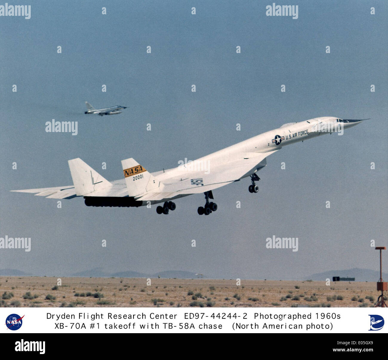 XB-70A #1 liftoff with TB-58A chase aircraft - Stock Image