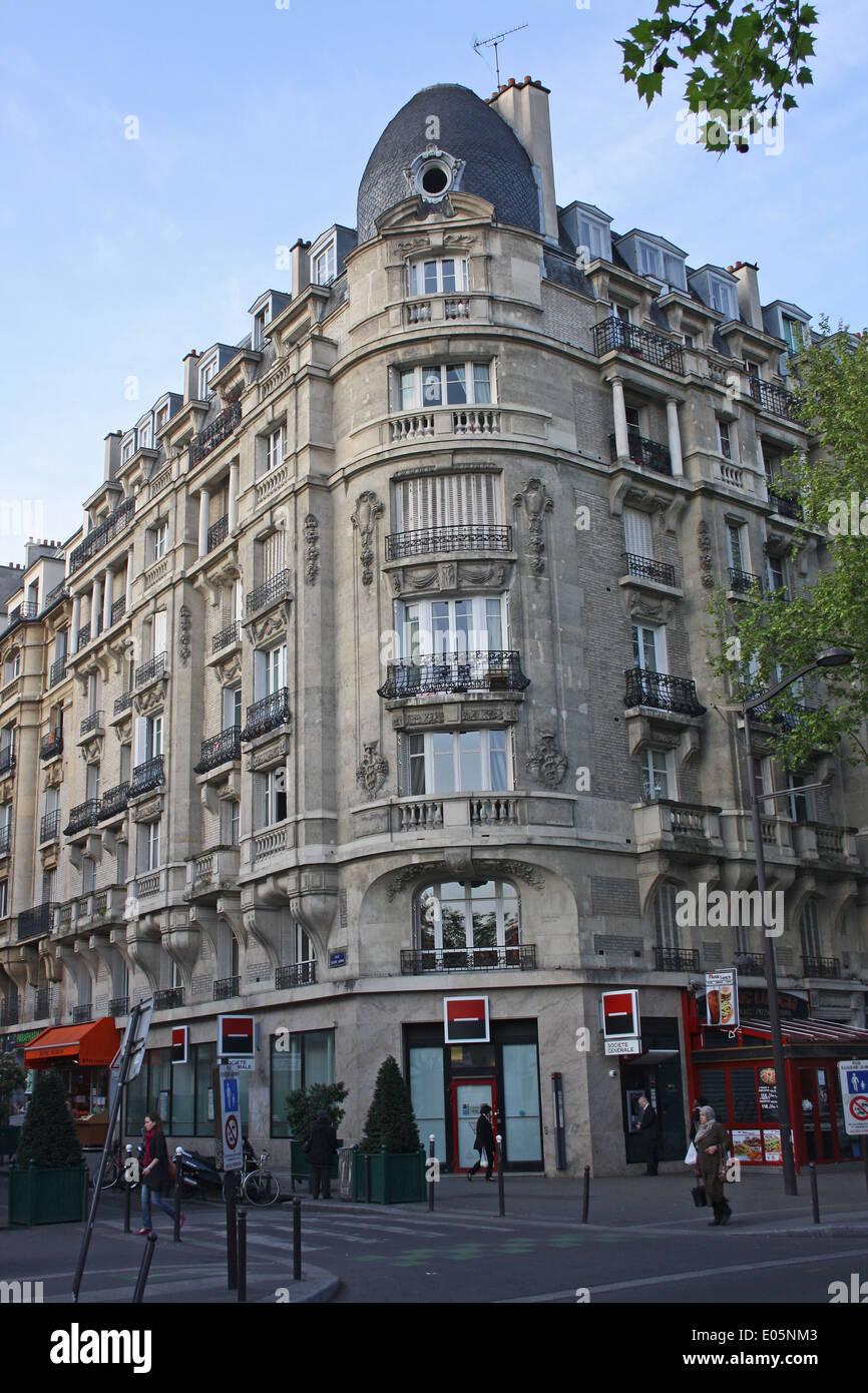 Paris, inner suburb, apartment block above shops Stock Photo