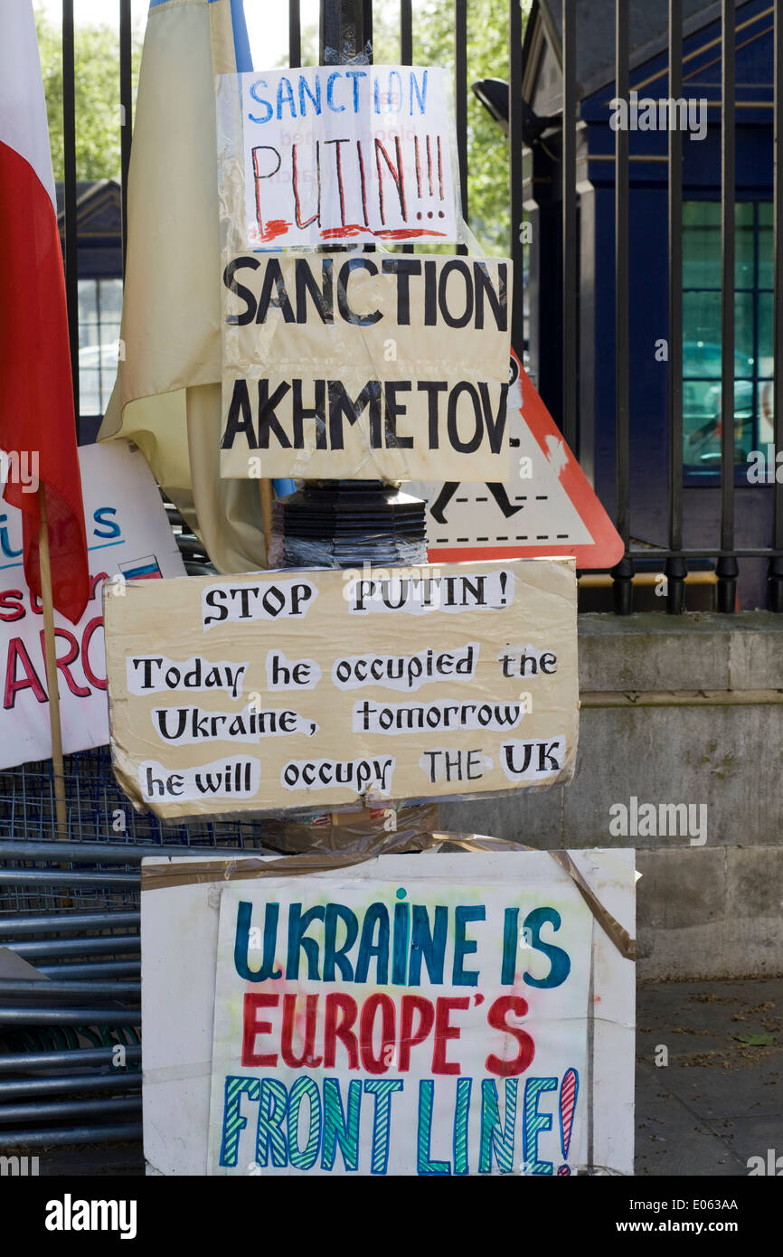 Protest outside Downing Street for the Government to take action against President Puttin invasion of the Ukraine - Stock Image