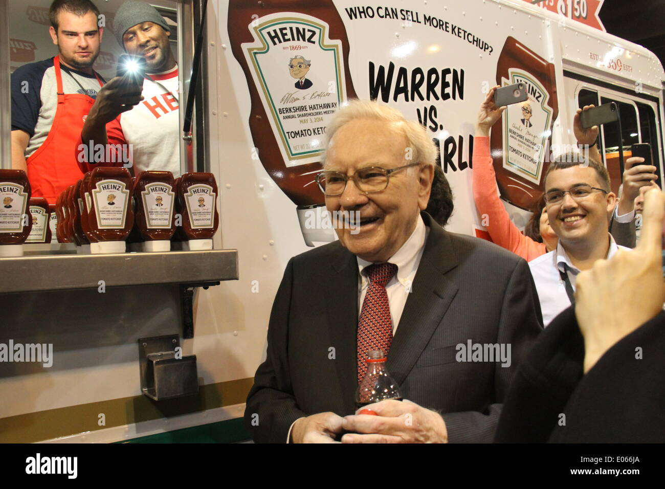 Omaha, USA. 3rd May, 2014. Warren Buffett, chairman of Berkshire Hathaway, introduces products to shareholders before the annual shareholders' meeting of Berkshire Hathaway in Omaha, the United States, May 3, 2014. Credit:  Huang Jihui/Xinhua/Alamy Live News - Stock Image
