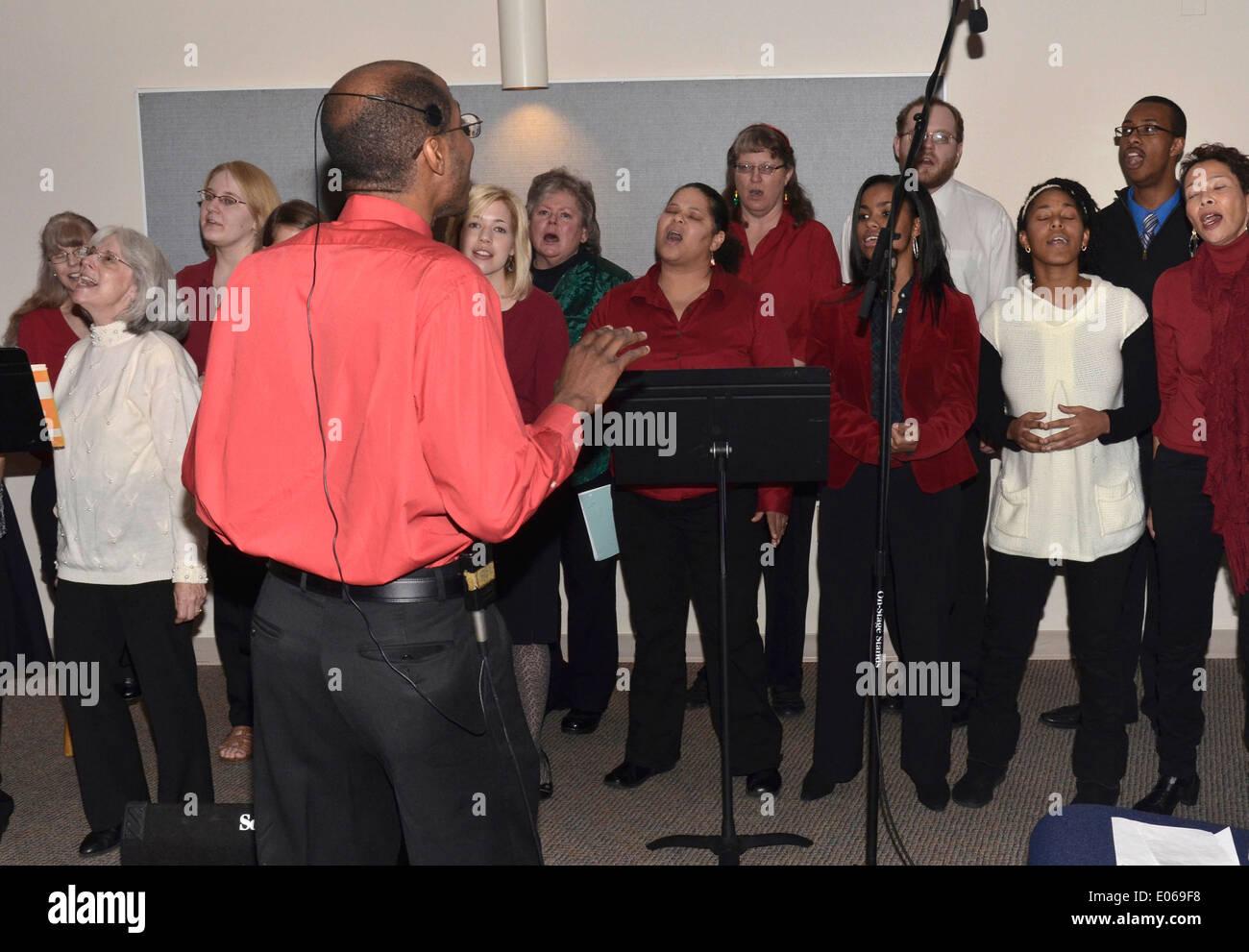 A choir director conducts a church choir in Riverdale Park, Maryland - Stock Image