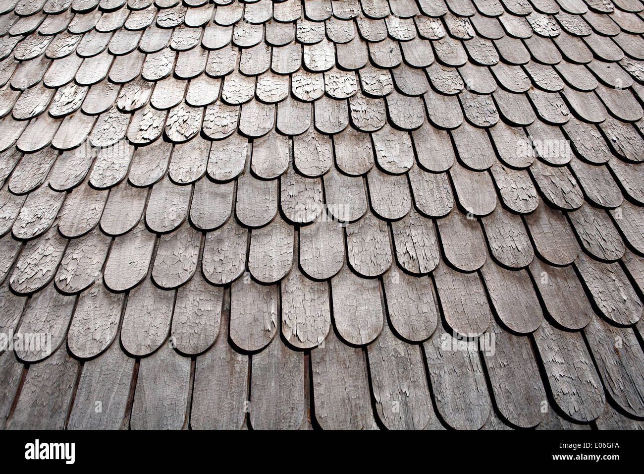 Wood shingled roof shingles or shake shingles in closeup Vijciems – Scalloped Roof Shingles