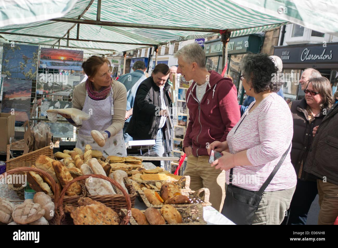 Sue's Bread, female artisan baker and customers Barnard Castle Farmers Market north east England UK - Stock Image