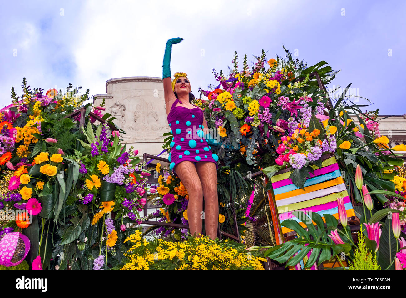 Europe, France, Alpes-Maritimes, Nice. Carnival. Corso fleuri, parade. Young mannequin waving to the crowd. - Stock Image