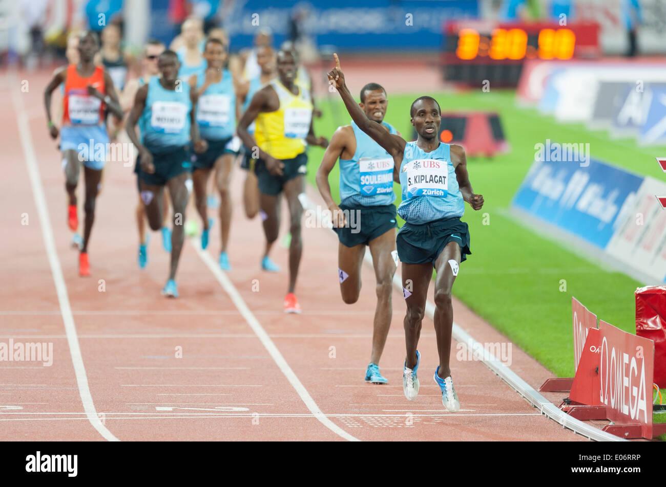 Silas Kiplagat (KEN) wins the men's 1500m race at IAAF Diamond League 'Weltklasse Zürich' in Zurich's Letzigrund stadium. - Stock Image