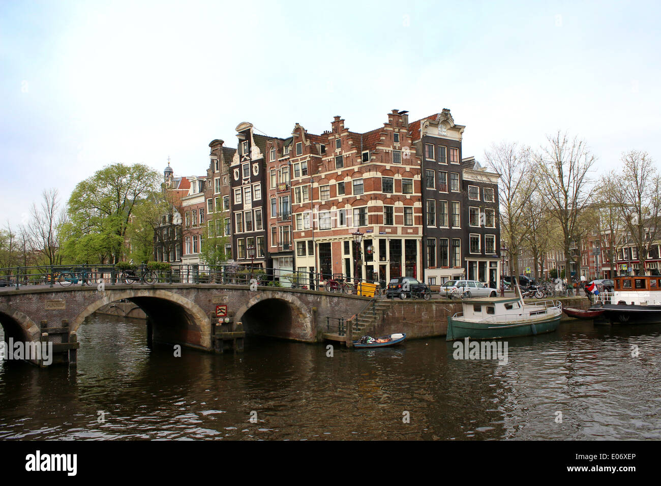 Bridge and old houses where Prinsengracht meets Brouwersgracht canal in Amsterdam, The Netherlands - Stock Image