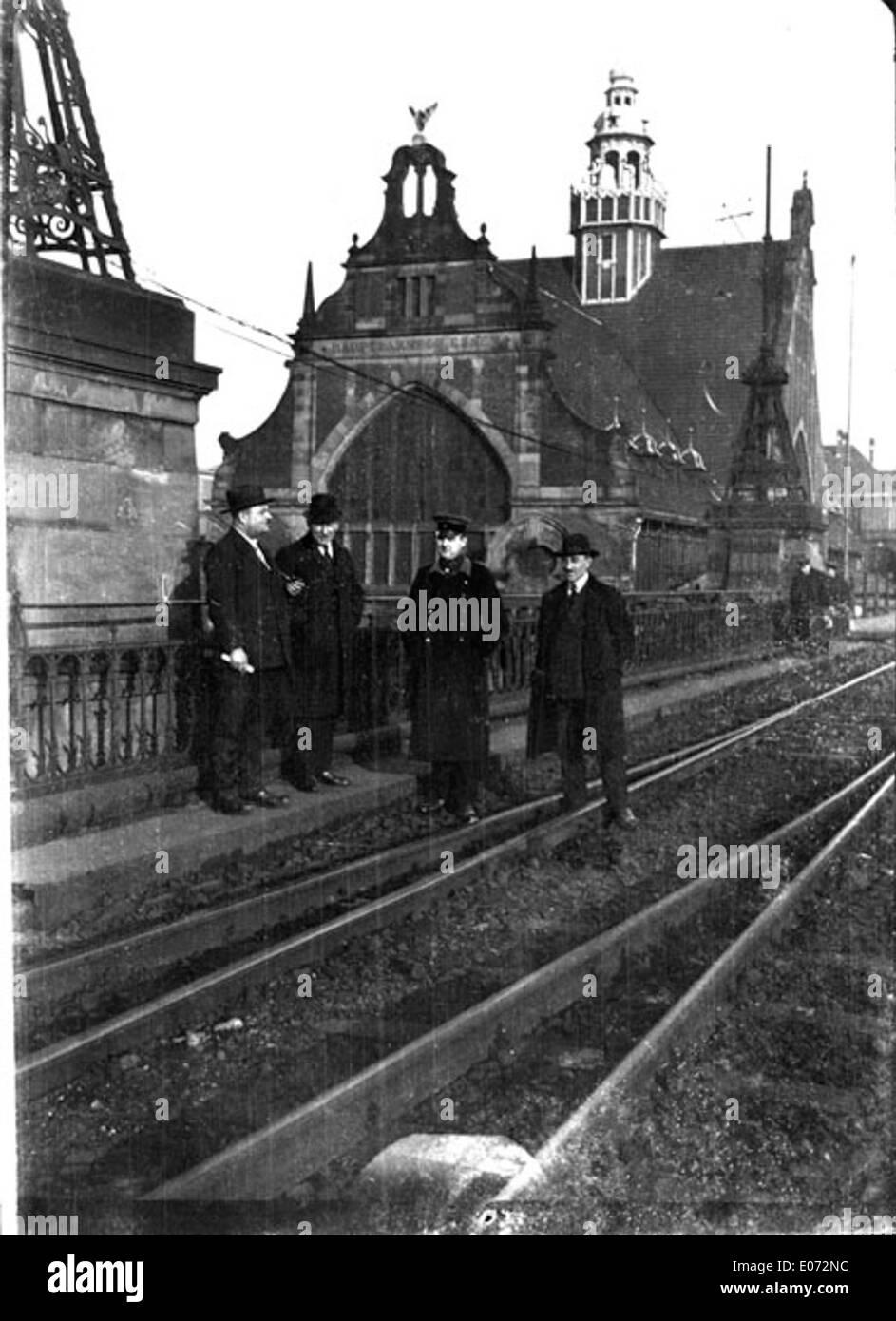 La gare, vue depuis la voie ferrée, région d'Essen (Rhénanie-du-Nord-Westphalie) - Stock Image
