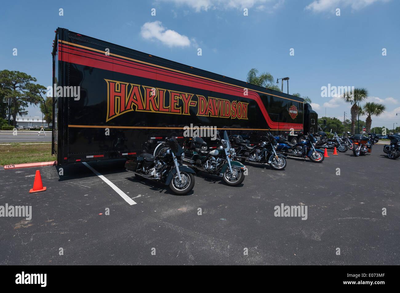 Gator Harley Davidson Dealership Leesburg Stock Photos & Gator ...