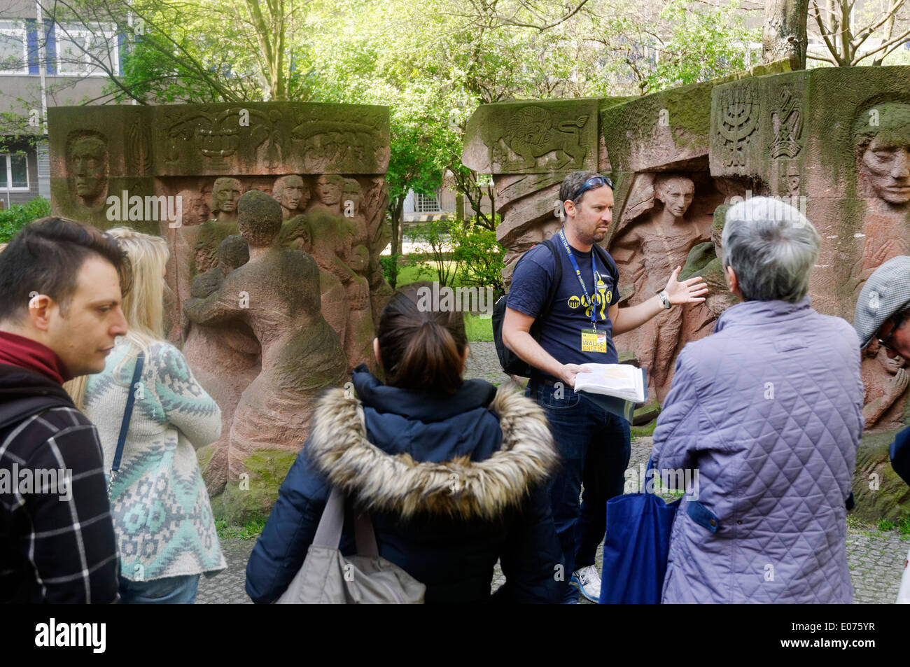 A guided tour group by Block der Frauen (Women's Block), a memorial to the 1943 non violent protest on Rosentrasse, Berlin - Stock Image