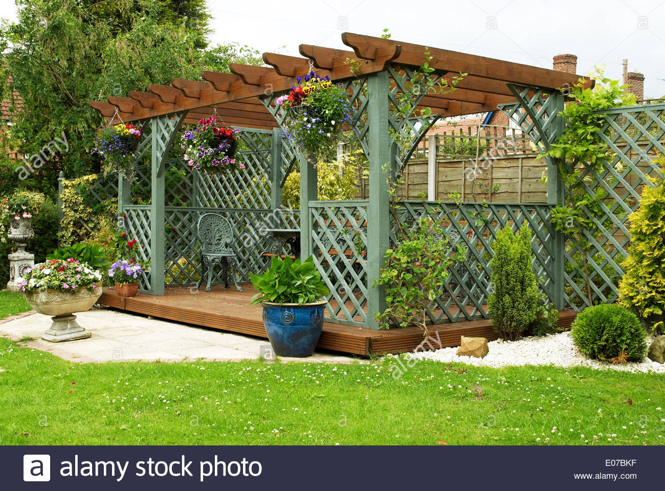 Pergola In An English Garden Stock Photo Alamy