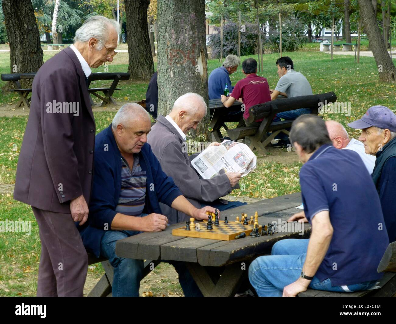 Belgrade, Serbia. 21st Oct, 2013. Elderly people play chess in a park in Belgrade, Serbia, 21 October 2013. Photo: Berliner Verlag/Steinach - NO WIRE SERVICE/dpa/Alamy Live News - Stock Image