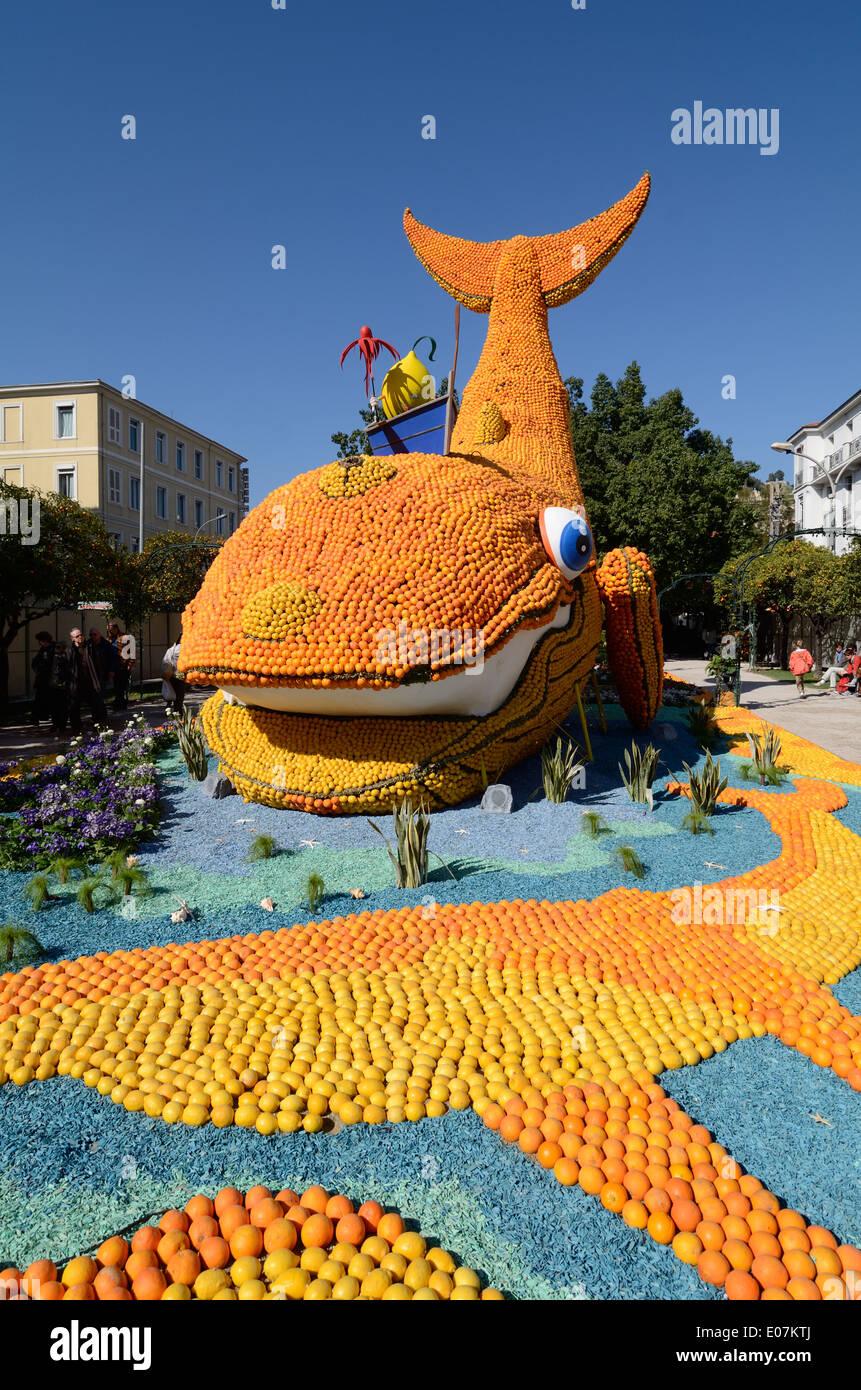 Giant Fish Sculpture made of Oranges at the Annual Lemon Festival or Fête du Citron Menton Alpes-Maritimes France - Stock Image