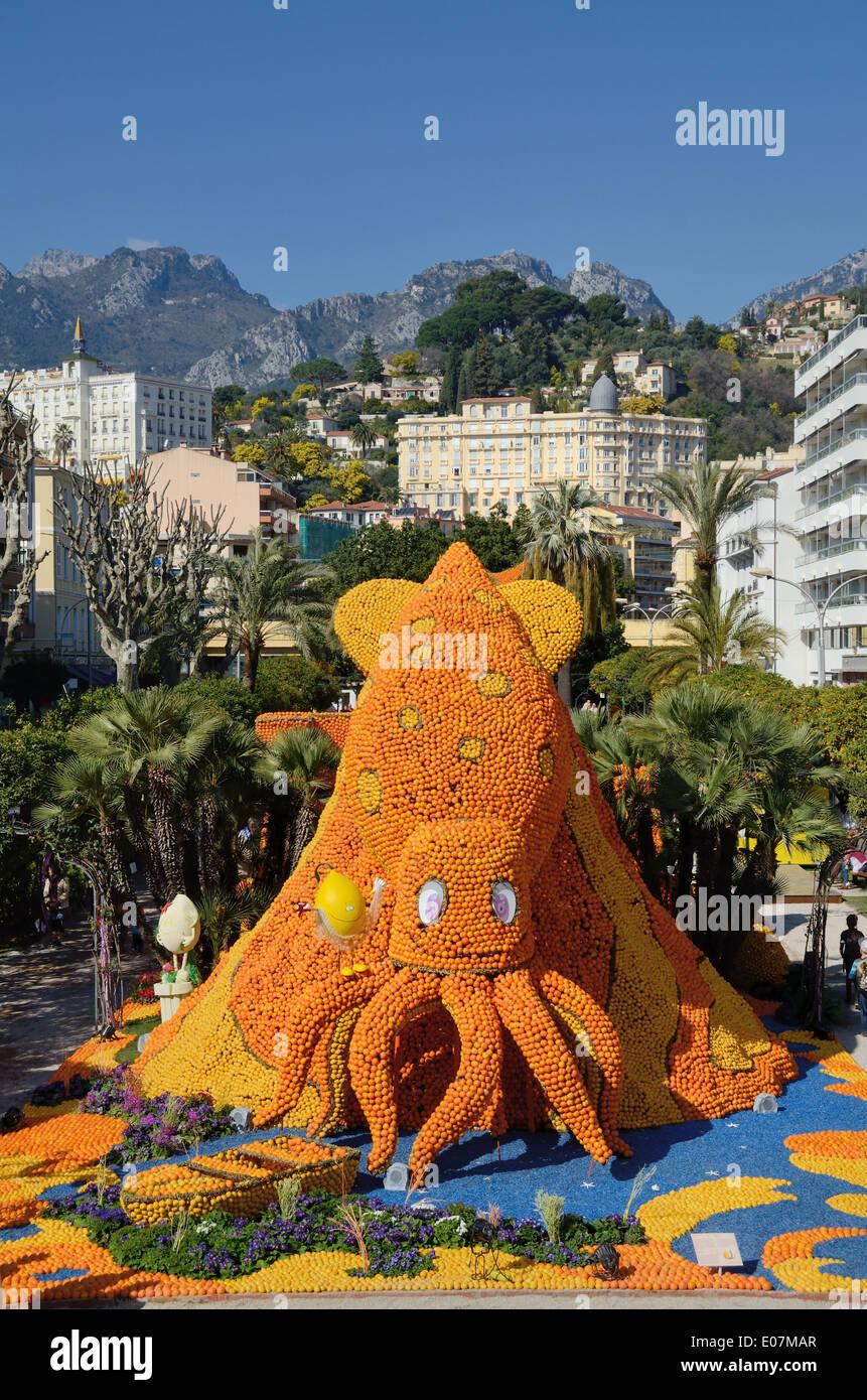 Giant Octopus Sculpture at the Annual Lemon Festival or Fête du Citron Menton Alpes-Maritime France - Stock Image