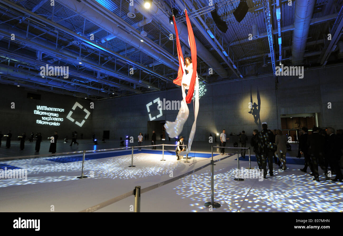 An artist performs in the great hall during the official opening of the multi-functional trade fair and congress hall City Cube in Berlin, Germany, 05 May 2014. The new building was constructed in 22 months at the former site of the Deutschlandhalle. Photo: Bernd Settnik dpa - Stock Image