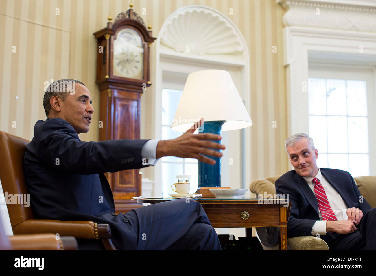 US President Barack Obama gestures during a meeting with Chief of Staff Denis McDonough in the Oval Office of the White House January 6, 2014 in Washington, DC. - Stock Image