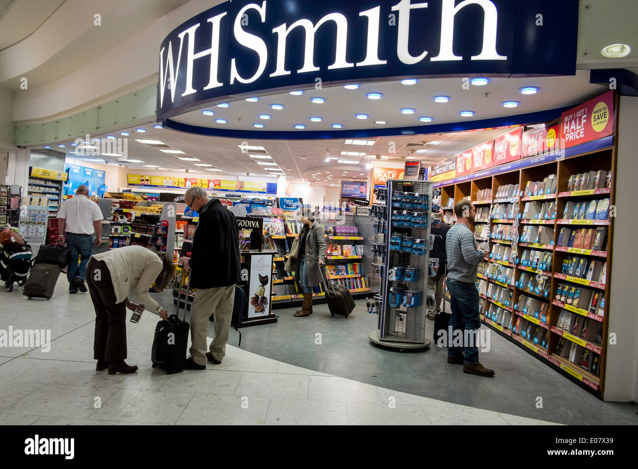 Duty Free shopping wh smith newsagent books read - Stock Image