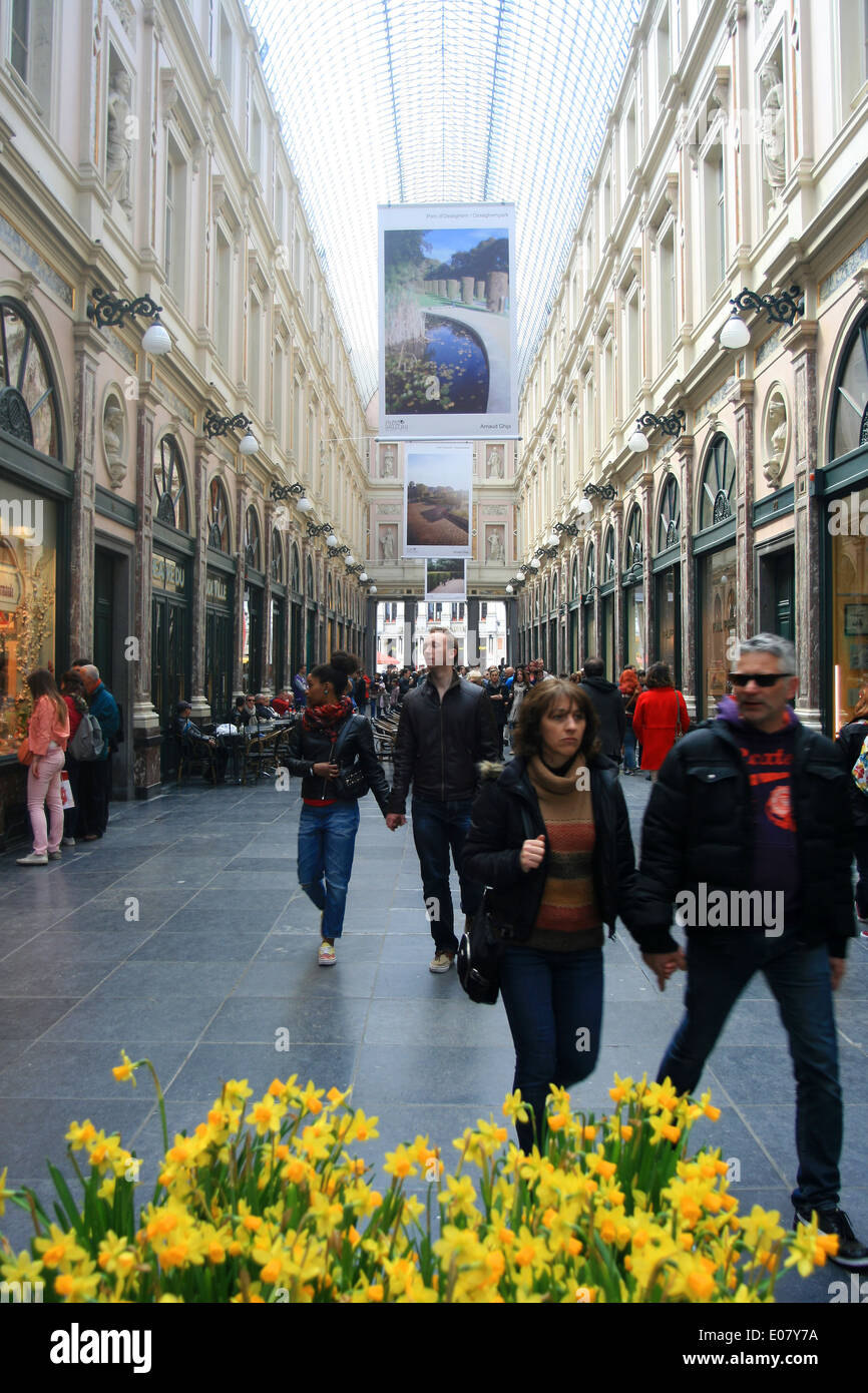 People shopping in Brussels mall shopping arcade Gallerie Reine. - Stock Image