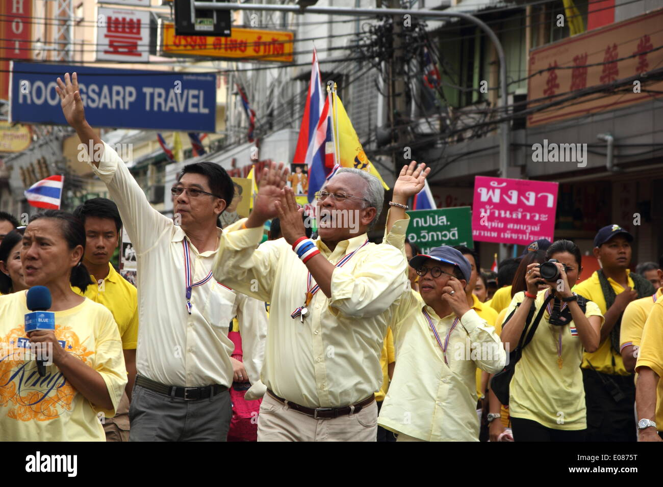 Bangkok, Thailand. 5th May 2014. Anti-government leader Suthep Thaugsuban greets his supporters during a rally showing their loyalty to King Bhumibol Adulyadej on the 64th anniversary of his Coronation Day. Anti-government protesters gathered close to the Grand Palace on Coronation Day. Thailand's revered King Bhumibol Adulyadej made a rare public appearance to mark the 64th anniversary of his coronation. Credit:  Sanji Dee/Alamy Live News - Stock Image