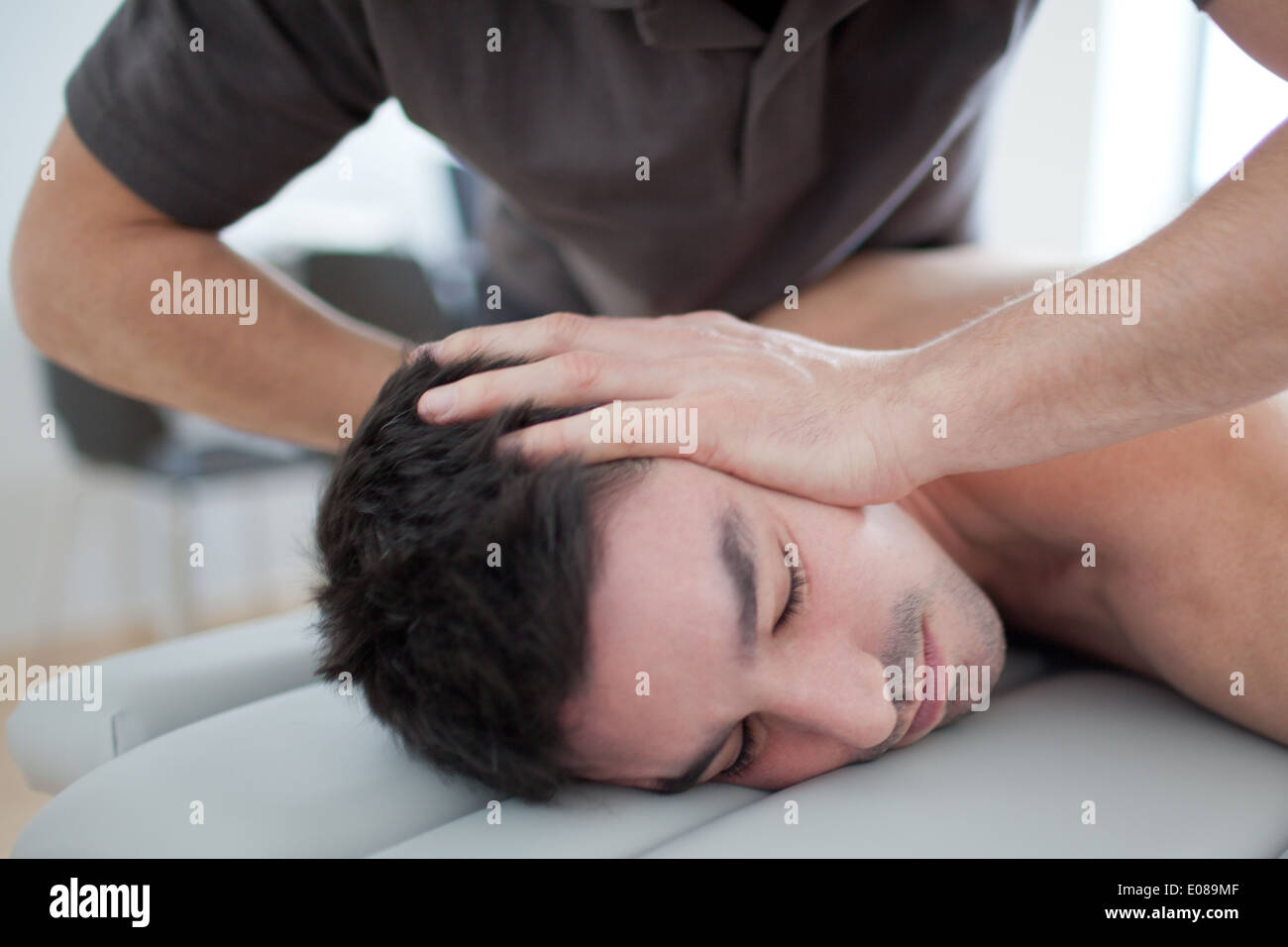 cervical manipulation - Stock Image