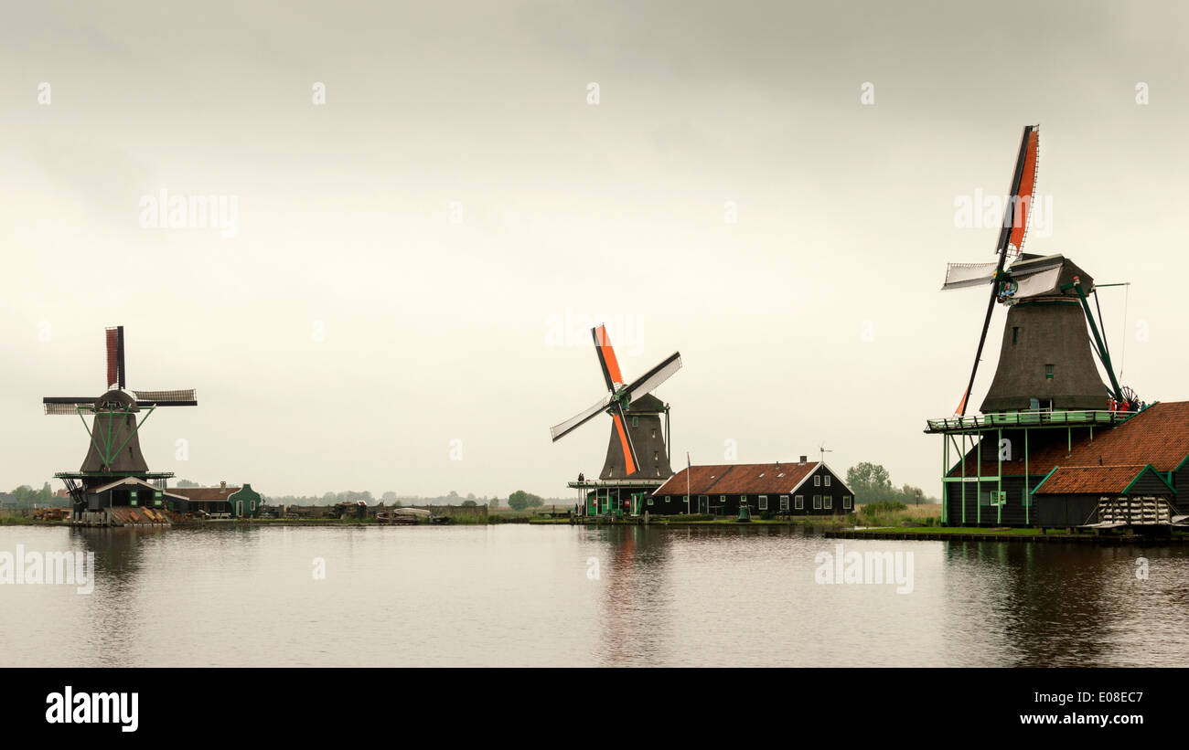 ORANGE SAILS OF DUTCH WINDMILLS AT ZAANSE SCHANS NETHERLANDS - Stock Image