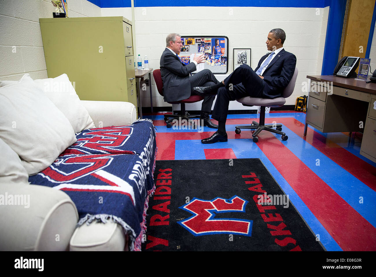 US President Barack Obama talks with former Vice President Al Gore at McGavock Comprehensive High School January 30, 2014 in Nashville, Tennessee. - Stock Image