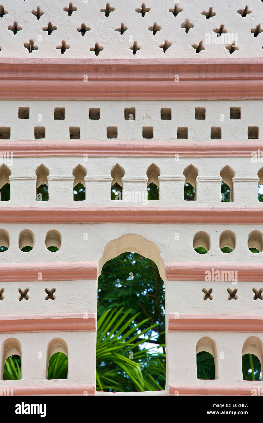 Ornate Wall Of The Nagore Durgha Shrine. Telok Ayer Street, Singapore. - Stock Image