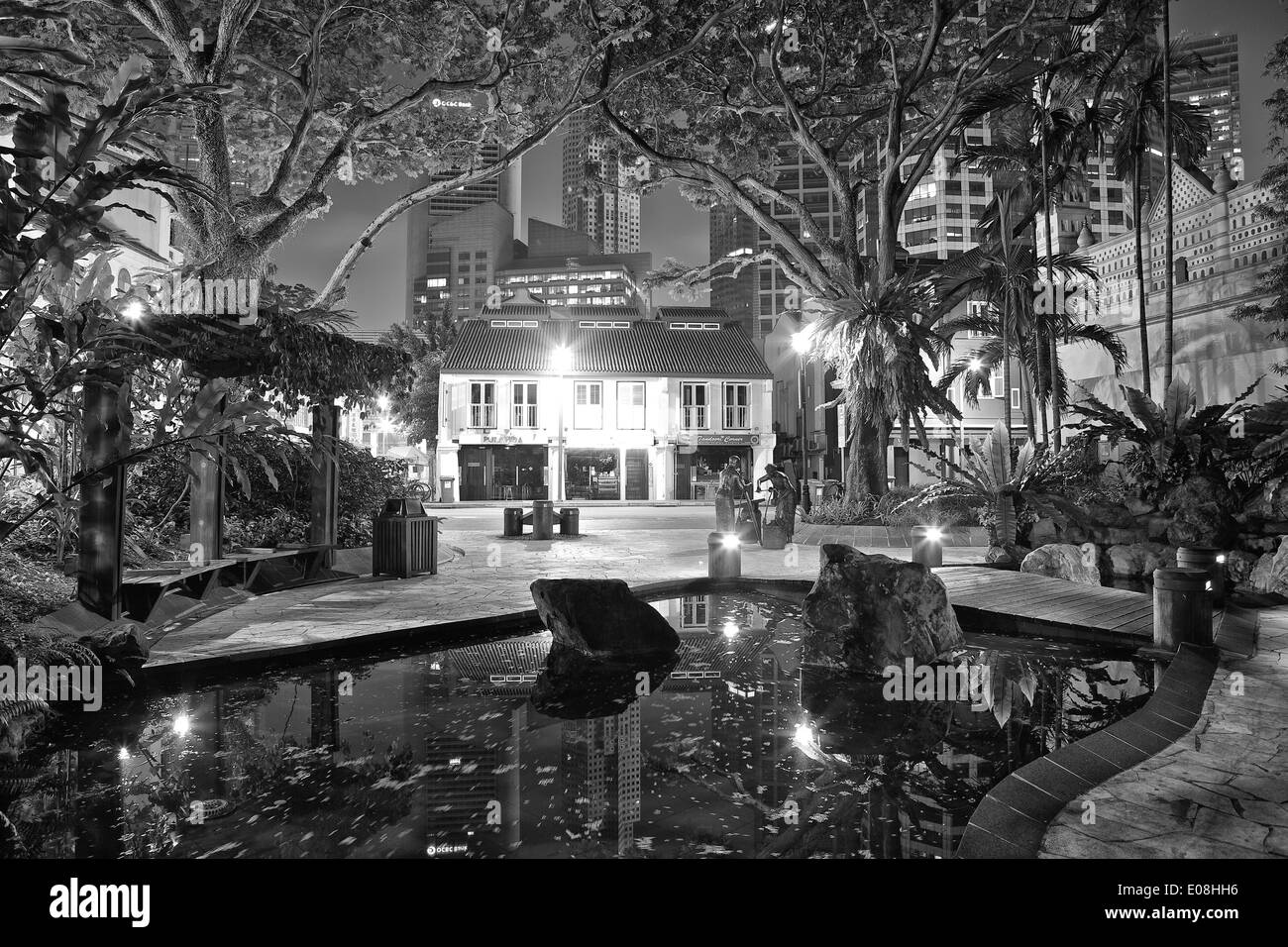 Small Park off Telok Ayer Street, Singapore. - Stock Image