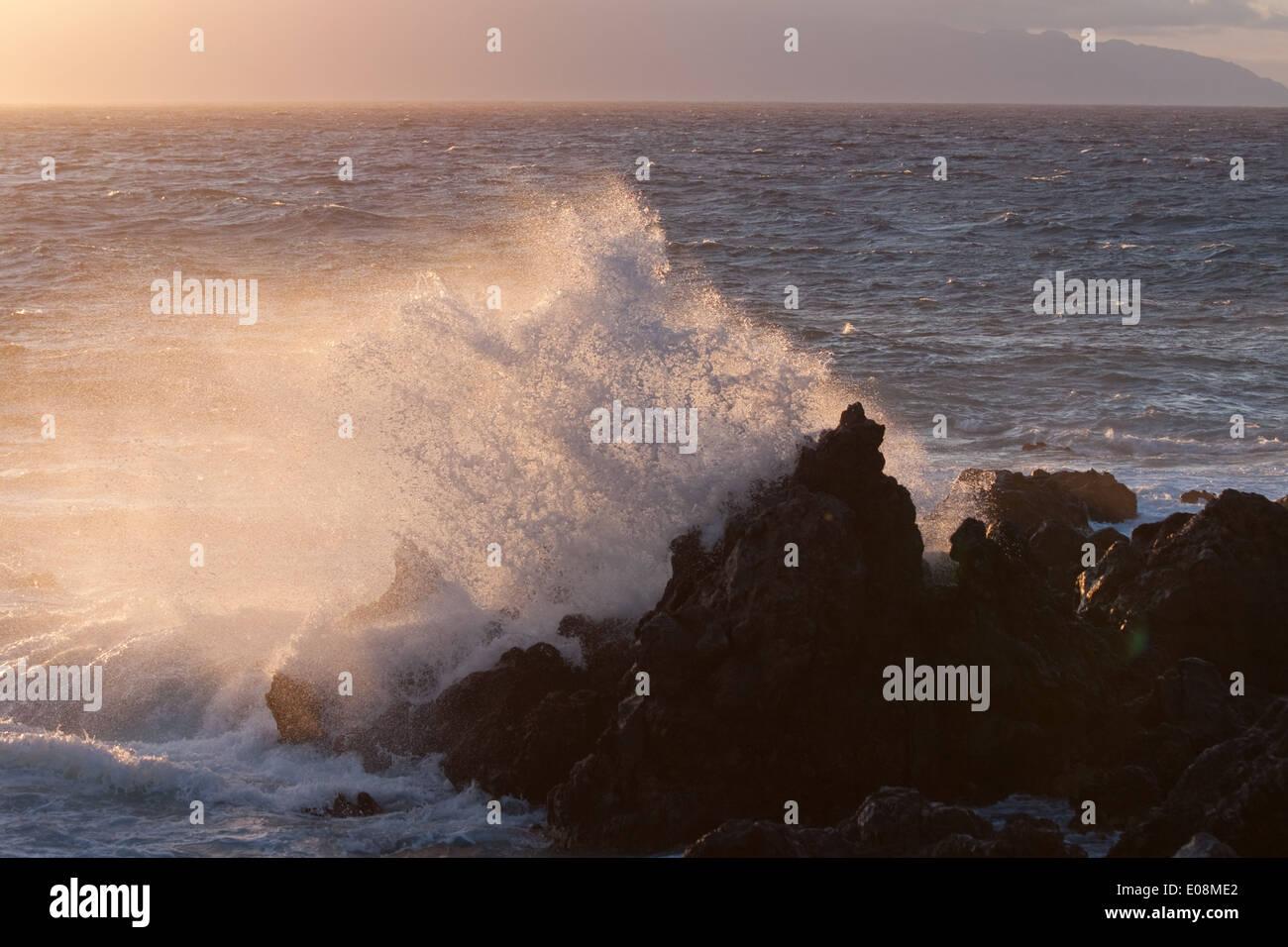 Meeresbrandung, Playa de San Juan, Teneriffa, Spanien - Breaking seawater, Playa de San Juan, Tenerife, Spain - Stock Image