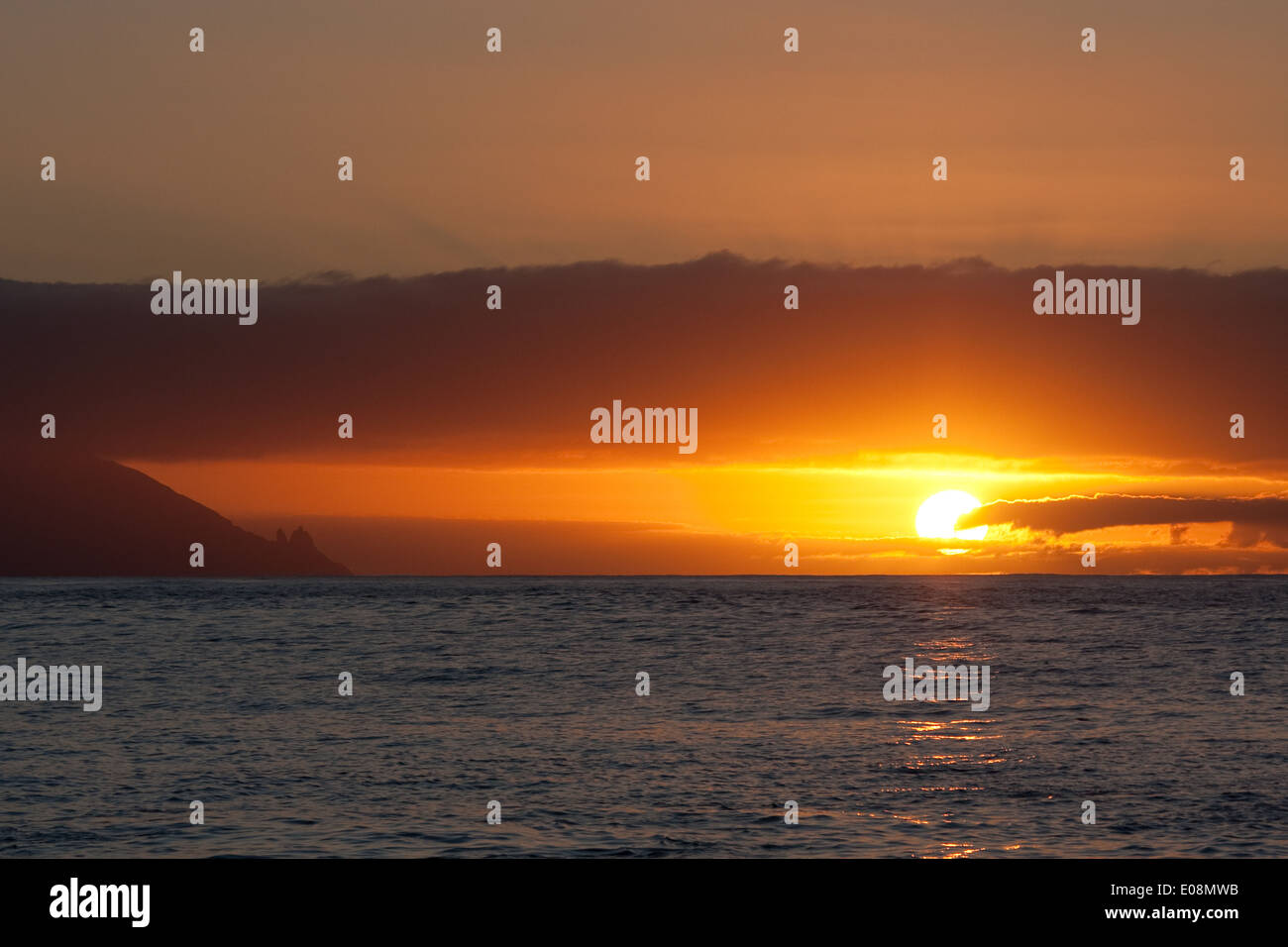 Sonnenübergang über dem Meer, Teneriffa, Spanien Stock Photo